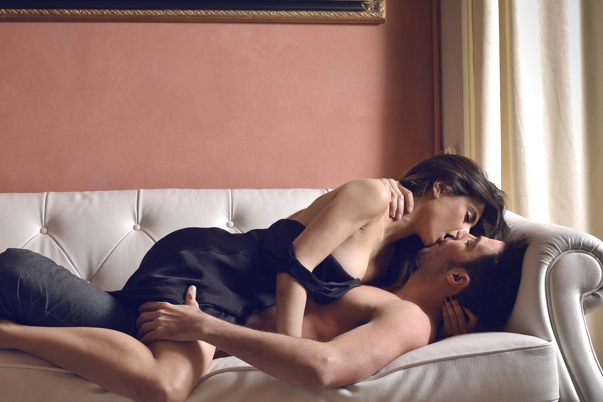 Пригласили подругу для секса, Секс Пригласили Подругу (найденопорно видео.) 22 фотография